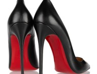 Полцарства за туфли: сколько стоят настоящие «лабутены»